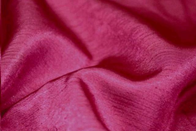 Raspberry Majestic Chair Tie